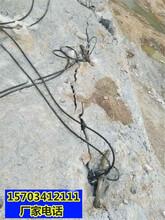 曲靖市采石场不允许放炮怎么才能快速开采岩石液压劈裂棒一当场调试图片