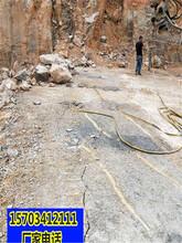 濮阳市采石场不允许放炮怎么才能快速开采岩石液压劈裂棒一简单操作图片