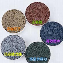 绵阳生产厂家透水混凝土增强剂彩色透水地坪图片