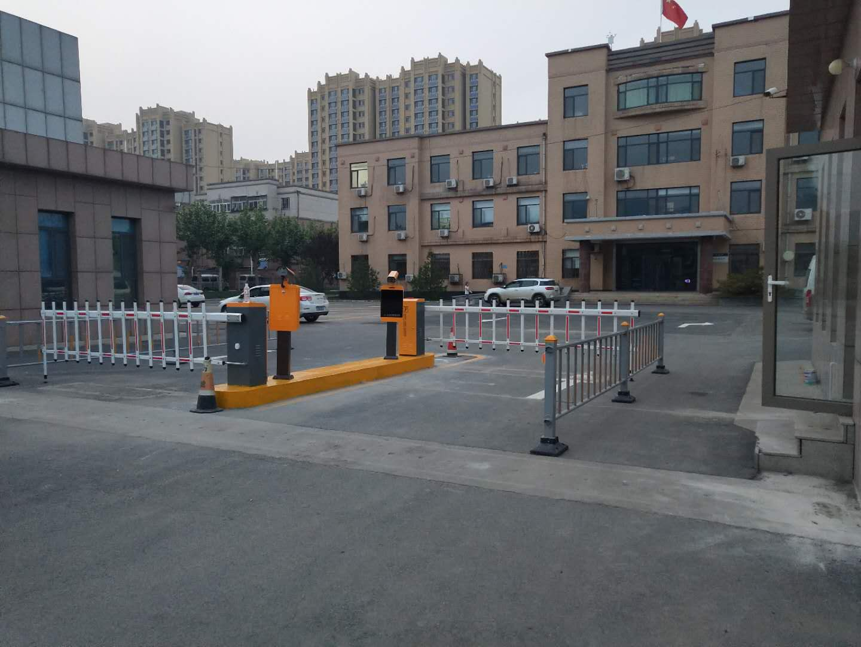 濟南車輛識別道閘上門安裝
