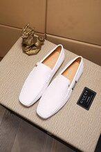 专柜同款GUCCI经典小白鞋专柜出售给大家分析一下