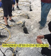 风镐打不动的坚硬岩石用什么机器分分钟开裂石头图片