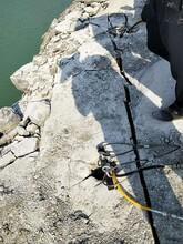 不可以爆破用机械怎么开采石头分分钟开裂石头图片