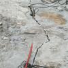 采石场开采破碎锤打得慢用什么设备老厂家