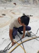 开采石头静态开采设备液压破石头机器降低人工图片
