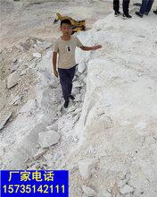 貴州關嶺管道開挖堅硬巖石頭打不動用裂石機圖片