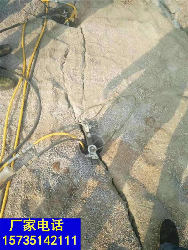 礼县修公路遇到硬石层代替放炮开采岩石劈裂棒一劈裂棒实不实用