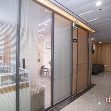 深圳辦公室玻璃隔斷裝修廠家圖片