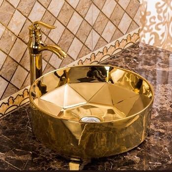 黄金色洗手盆