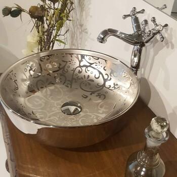 银色洗手盆