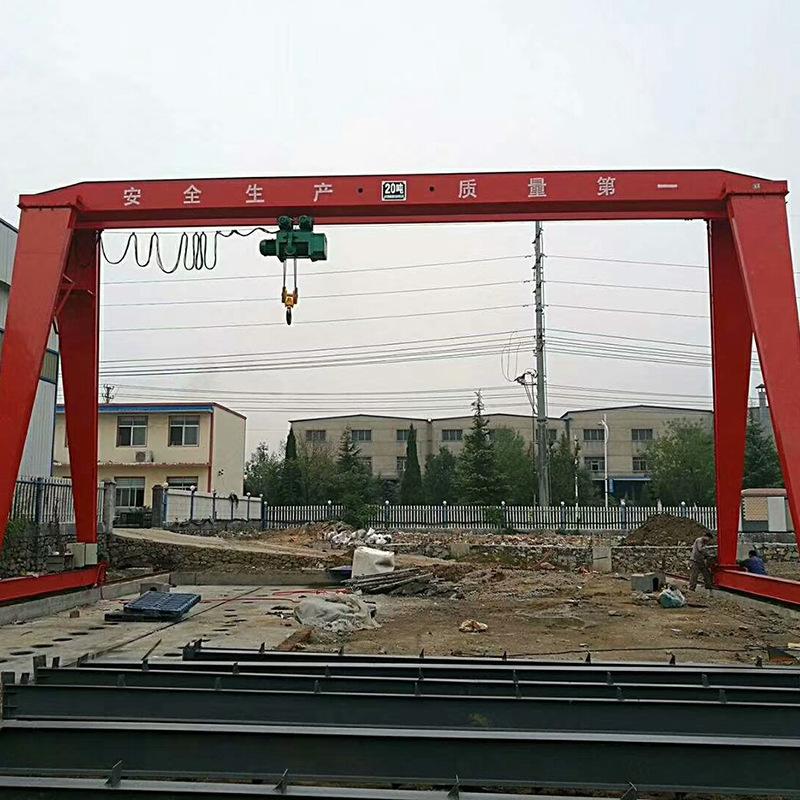 山东峻峰起重龙门吊,北京生产山东峻峰起重全包厢龙门吊价格实惠