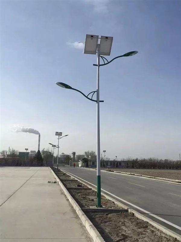 丹江口市10米12米太阳能球场灯厂家价格永瑞照明