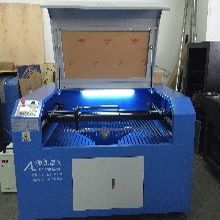 80瓦--150瓦激光切割雕刻机,专业切割布料皮革图片
