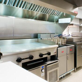 杭州開一家餐飲店廚房需要配什么廚具