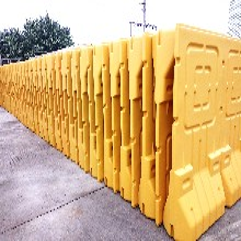 深圳新型水马厂家龙华区吹塑护栏隔离围拦现货直销图片