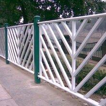 市政道路护栏厂家京式交通护栏用途京式护栏,基坑锌钢阳台护栏图片
