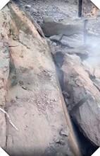 郑万二分部新华隧道分石头机器劈裂棒图片