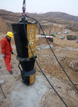 荊州電動劈石機劈裂機施工方案圖片