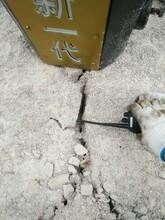延边硬石头用钩机产量太低电动岩石劈裂机图片