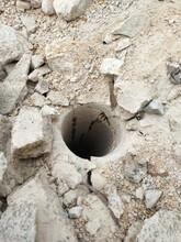 肇庆修路遇到石头不能放炮机械劈裂机图片
