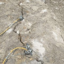 剑川碎石场盖房子挖地基液压岩石破碎机经济实用图片