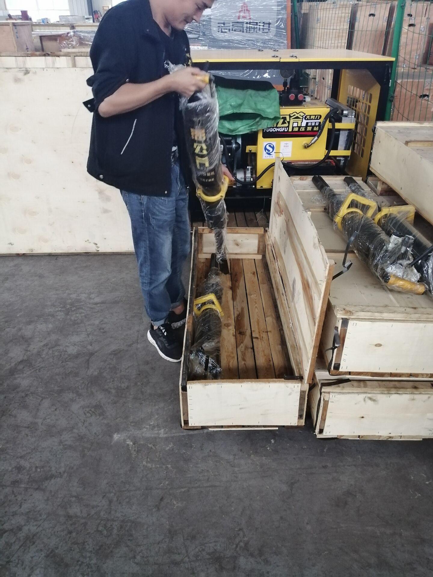 没有噪音和灰尘的破石头机器厦门劈裂棒