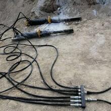 挖機配合混泥土路面裂縫機開工開鑿成本廠家愚公斧迪慶藏族自治州圖片