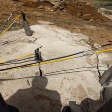 钩机打不动坚硬石头液压胀裂机河池使用场地表面光滑图片