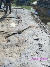 朝阳镁矿开采石块分解用岩石机劈裂棒图片