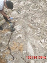 寶山溝渠清理巖石劈開石頭設備圖片