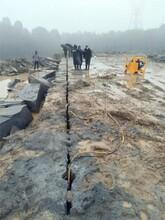 建工路大方量石头劈裂设备劈裂棒生产厂家辽宁阜新图片