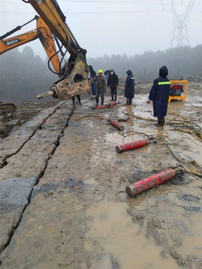 房地产地基基坑开挖遇到坚硬岩石不能爆破用什么机械-一套多少钱