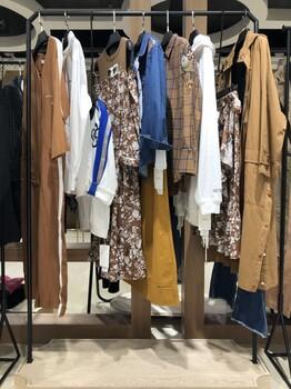 迪卡轩品牌女装库存尾货断码服装批发工厂直销免费代理