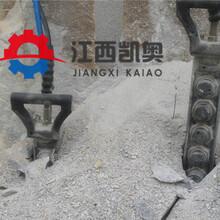 劈裂机劈裂棒安装在挖机上的劈裂机在工程中的应用图片