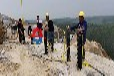 文山劈裂器采礦裂石機劈石單方成本孔樁裂山器