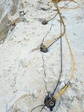 安徽宿州石头开不动用石材开采设备劈裂棒-静态环保图片