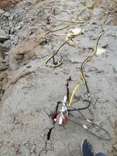 重庆采矿场坚硬岩石开采怎么破石头图片