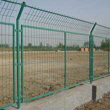 云南昆明公路護欄網廠家公路隔離柵防護網高速路雙邊絲護欄網圖片