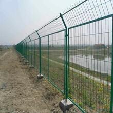 四川公路護欄網廠家鐵路框架護欄網金屬隔離鐵絲網圈地網圖片