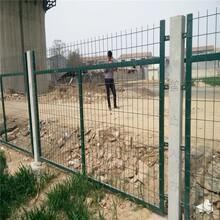 四川鐵路護欄網廠家水泥柱框架護欄網鐵路隔離防護柵欄圖片