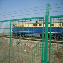 四川瀘州鐵路隔離防護柵欄鐵路水泥柱護欄網隔離鐵絲網鋼絲網圖片