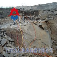 洞采岩石小型劈裂机工作图图片