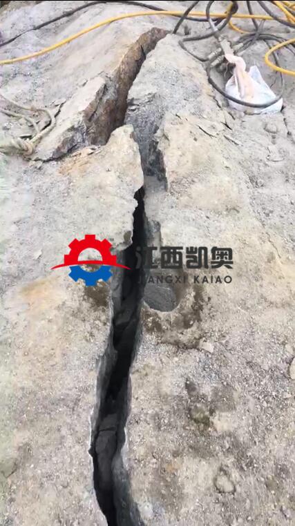 漳州撑石机浙江劈裂机如何裂破基坑岩石头采石场分石机