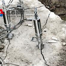 静态爆破破坚石头的方法鹤岗打孔劈裂机图片