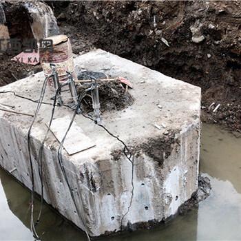 克拉玛依破裂机机载式劈裂器混凝土劈裂机开挖地基坚硬岩石头