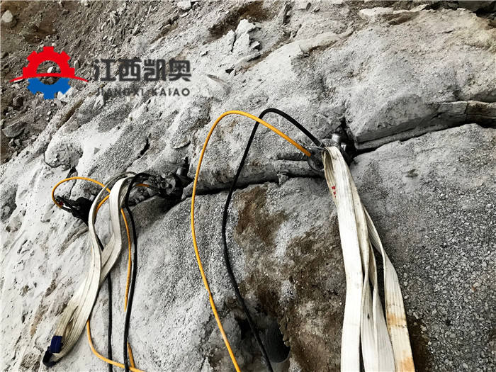 江西鹰潭洞采岩石劈裂机