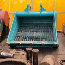 挖掘机建筑 残土筛分机钩机石块振动筛选机挖掘机水平筛�色不�分斗图片