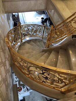 大气铝艺雕刻镀KJ金旋转楼梯扶手