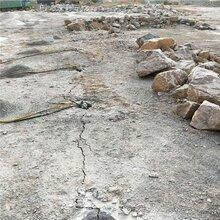 浙江丽水硅矿道路扩建遇到硬岩石无法放炮用劈裂机采石方法咨询