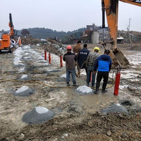 土石方开挖遇到硬石头打不动劈石机
